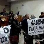 """Θεσσαλονίκη:  διέκοψαν πλειστηριασμούς στο Ειρηνοδικείο-""""Κανένα σπίτι στα χέρια τραπεζίτη"""" (ΒΙΝΤΕΟ)"""
